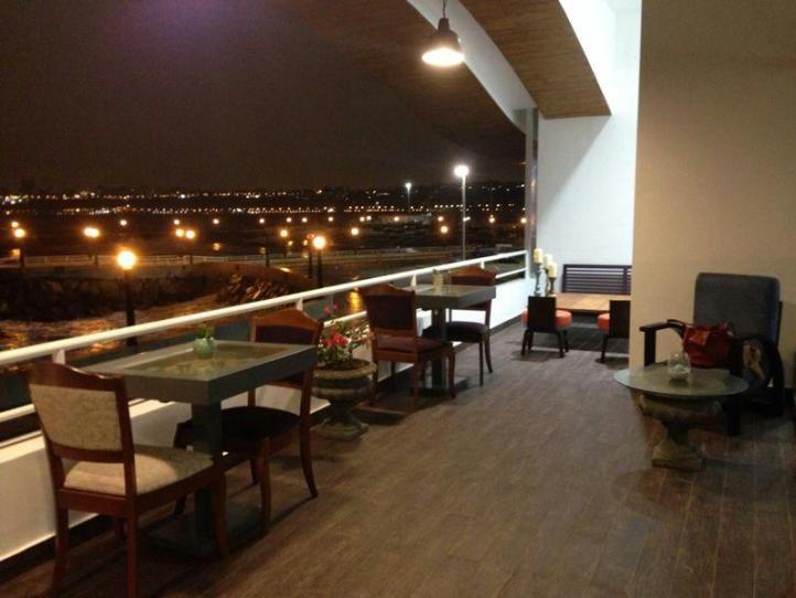 La GRIS color CAFÉ - Club Regatas Lima